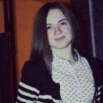 Foto: O tânără a dispărut fără veste. Poliția cere ajutorul cetățenilor