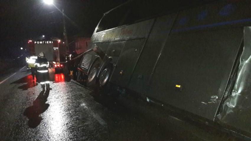 Un autocar din Chișinău plin cu pasageri a fost implicat într-un accident în România