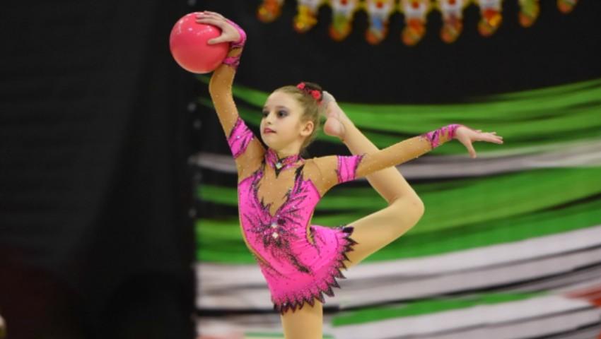 O fetiță de 10 ani din Moldova a ocupat un loc pe podium la concursul internațional de gimnastică artistică