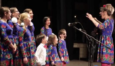 Video! Copiii italieni colindă în limba română