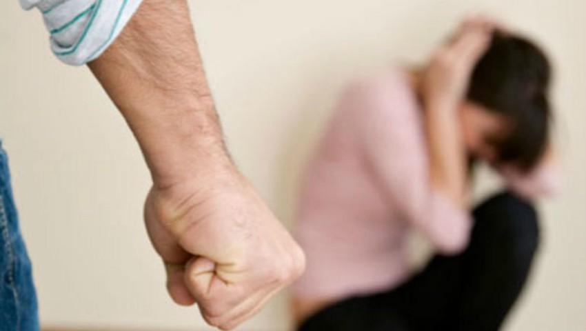 Foto: O femeie a fost bătută cu fierul de călcat în cap de către concubinul său
