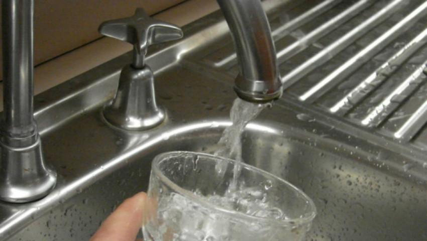 Foto: Locuitorii mai multor străzi din Capitală vor rămâne mâine fără apă la robinet