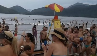 Mai mulți oameni s-au unit pentru a găsi părinții unui copil care s-a pierdut pe plajă. Cum au făcut-o?