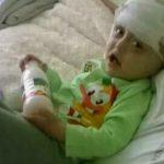 Foto: Maxim suferă de o boală gravă și doarme pe o scândură. Familia sa are mare nevoie de o canapea!