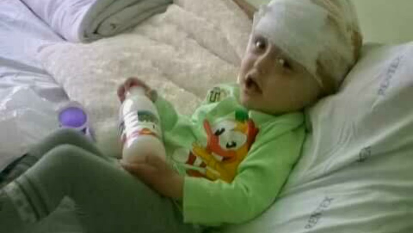 Maxim suferă de o boală gravă și doarme pe o scândură. Familia sa are mare nevoie de o canapea!
