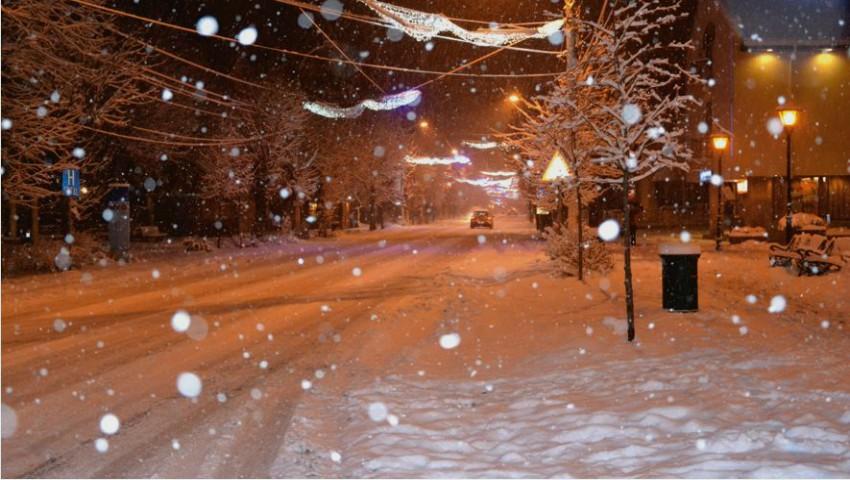 Iarna s-a dezlănțuit în Moldova! Ninge puternic în raioanele de nord