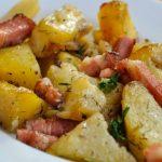 Foto: Cartofi copți cu bacon și ceapă. O rețetă delicioasă și ușor de preparat