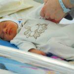 Foto: În maternitățile din țară vor fi amenajate spații speciale gratuite pentru externarea bebelușilor