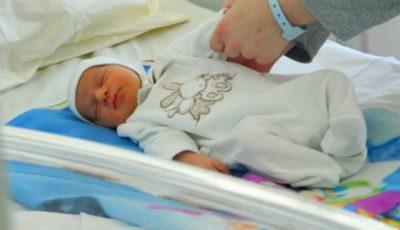 În maternitățile din țară vor fi amenajate spații speciale gratuite pentru externarea bebelușilor