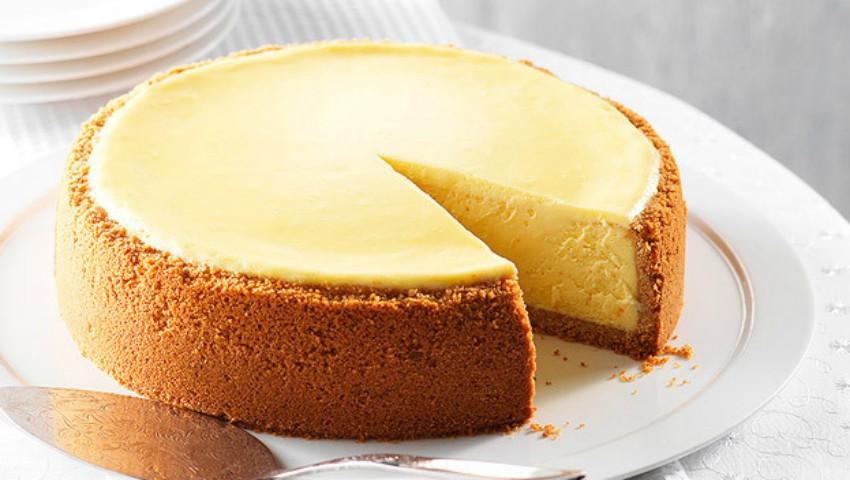 Foto: Cheesecake cu brânză și smântână – fără coacere