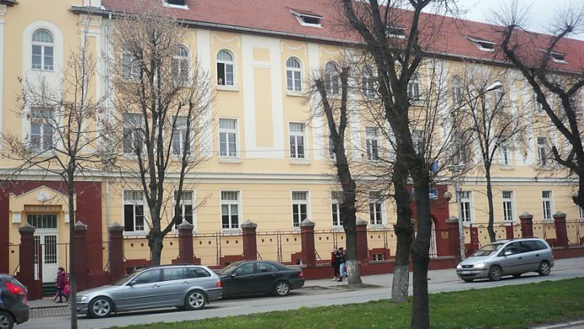Foto: Scandal la un colegiu din Iași! Un profesor este acuzat că ar fi vrut să întrețină relații sexuale cu o elevă orginară din Moldova
