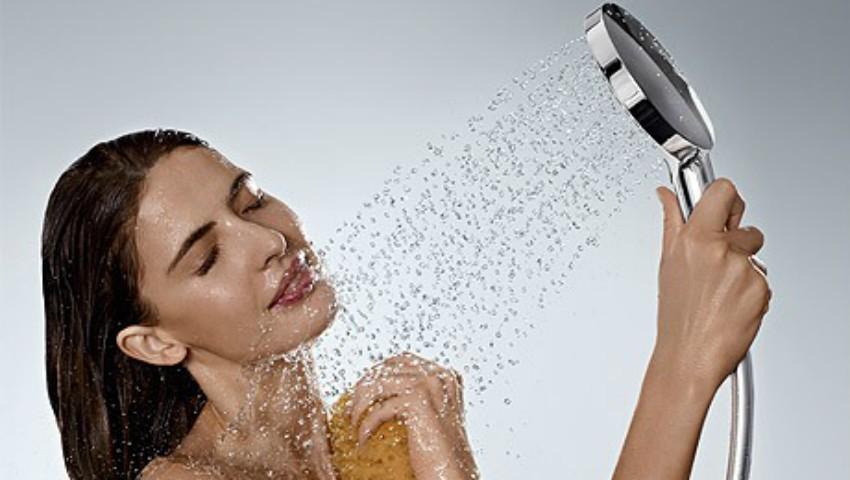 Foto: Află ce spune despre personalitatea ta, prima zonă a corpului pe care o speli la duș