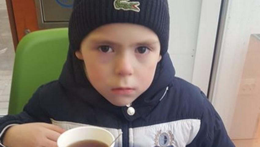 Un copil a fost găsit singur pe o stradă din Capitală. Se caută părinții micuțului!