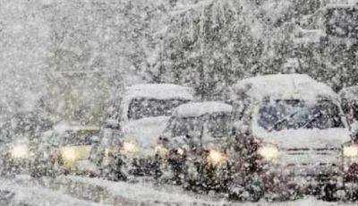 Sute de oameni au rămas blocați într-un tren în Japonia din cauza ninsorilor