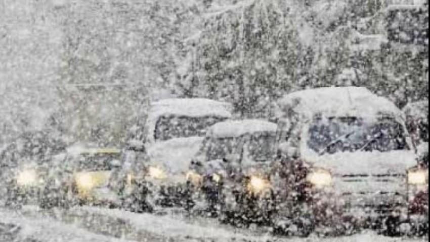 Foto: Sute de oameni au rămas blocați într-un tren în Japonia din cauza ninsorilor