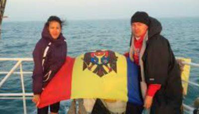Un moldovean a devenit al 8-lea om din lume care a trecut înot cele mai dificile 7 strâmtori de pe Terra