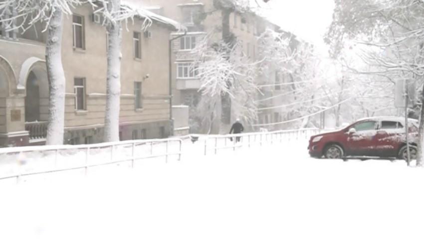 Opt străzi din Capitală sunt închise din cauza ninsorii. Vezi care sunt acestea