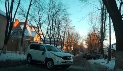 Video!!! Accident violent în Capitală. Un copil și mama acestuia au ajuns la spital