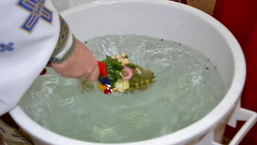 Foto: Cum se foloseste aghiasma mare? Iată ce spune tradiția
