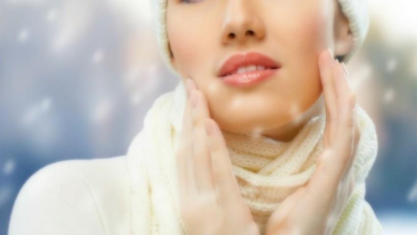 Foto: 7 greșeli frecvente care îți afectează pielea iarna