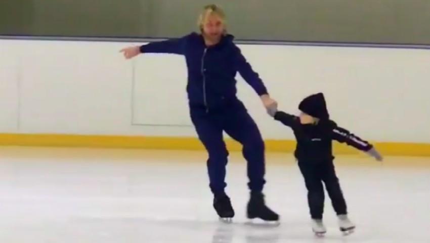 Foto: Video! Evgeny Plushenko își învață fiul să patineze