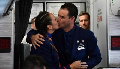 Un cuplu a fost cununat de Papa Francisc în timpul unui zbor