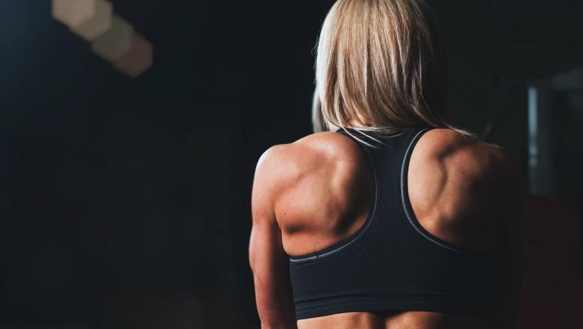 Foto: Acest exercițiu este mai eficient decât 1000 de abdomene