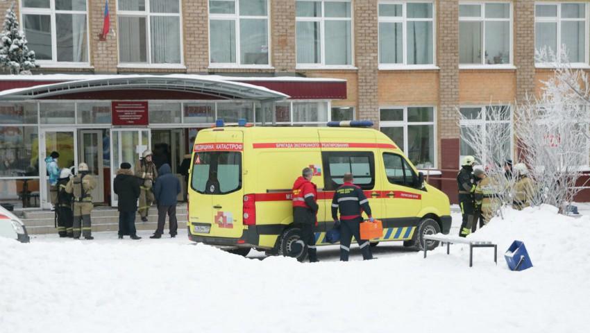 Foto: 14 elevi și o profesoară au fost răniți cu cuțitul într-o școală din Rusia