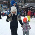 Foto: Elena Băsescu a atras toate privirile de Revelion. Iată ce a făcut împreună cu copiii săi!