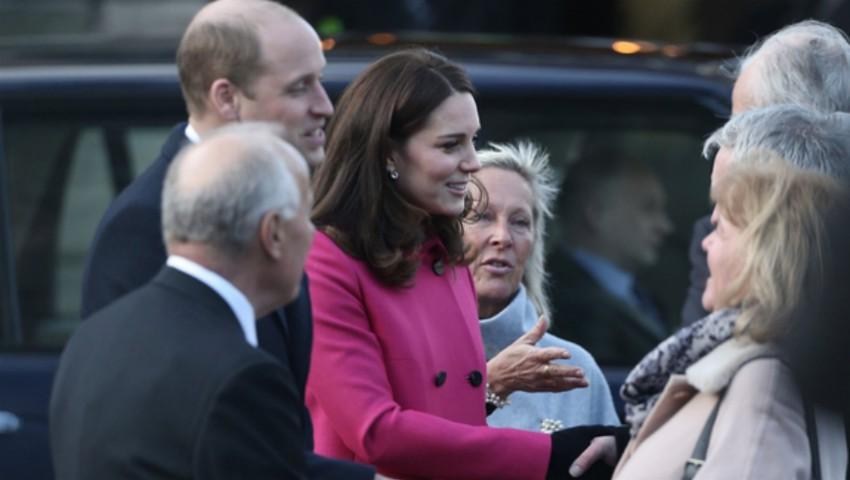 Kate Middleton, într-o ținută roz fiind însărcinată cu cea de-a doua fetiță