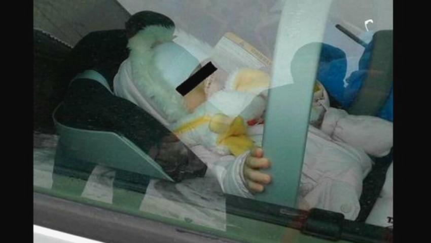 """Foto: Un bebeluș a fost găsit ,,fără glas"""", după ce părinții l-au lăsat singur în mașină și au plecat la cumpărături"""