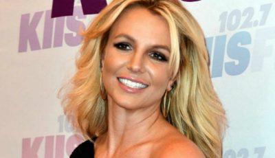 Britney Spears, sexy în costum de baie alături de feciorii săi!