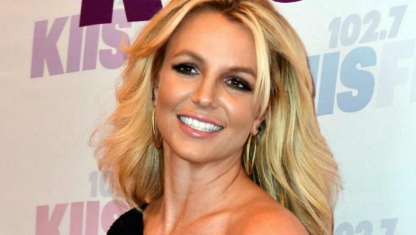 Foto: Britney Spears, sexy în costum de baie alături de feciorii săi!