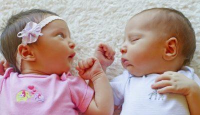 Doi frați gemeni s-au născut în ani diferiți