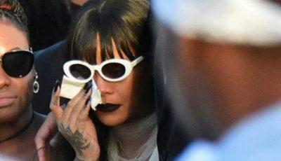 Rihanna, în lacrimi la înmormântarea verișorului său