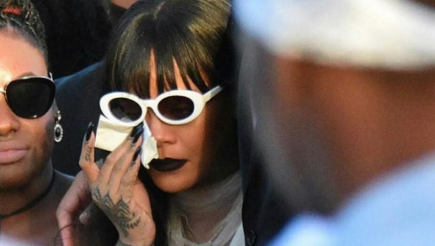 Foto: Rihanna, în lacrimi la înmormântarea verișorului său