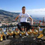 Foto: Cristiano Ronaldo s-a fotografiat alături de trofeele individuale și a pus poza pe Instagram