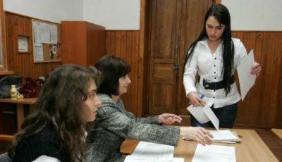 Absolvenții care nu au luat BAC-ul pot depune cerere pentru susținerea examenelor