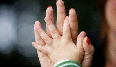 Cele mai frecvente obiceiuri ale unui adult căruia i-a lipsit dragostea părintească în copilărie