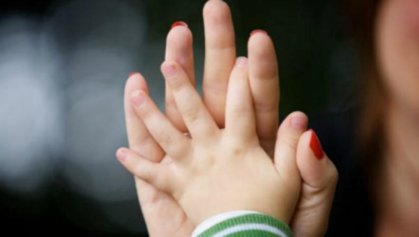 Foto: Cele mai frecvente obiceiuri ale unui adult căruia i-a lipsit dragostea părintească în copilărie