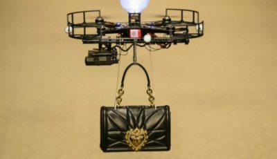 Un show de excepție! Dolce & Gabbana și-a prezentat gențile pe podium cu ajutorul dronelor