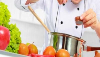 10 trucuri de gătit de la bucătari pricepuți