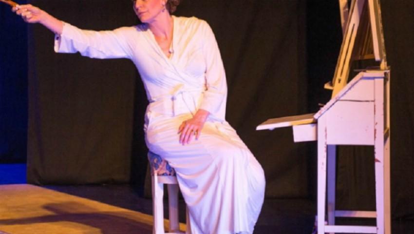 Foto: O îndrăgită actriță și-a rupt mâna pe scenă, în timpul unui spectacol