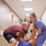 Foto: O femeie a născut pe holul spitalului. Imagini care îți taie răsuflarea!