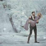 Foto: Au imortalizat iubirea într-un mic regat de gheață! Fotografiile care au făcut înconjurul lumii