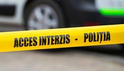 Un băiat de 17 ani a decedat pe loc, iar altul, în vârstă de 21 de ani a fost transportat de urgență la spital