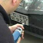 Foto: Decis! Plăcuțele de înmatriculare de la mașinile parcate neregulamentar nu vor mai fi scoase