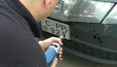 Decis! Plăcuțele de înmatriculare de la mașinile parcate neregulamentar nu vor mai fi scoase