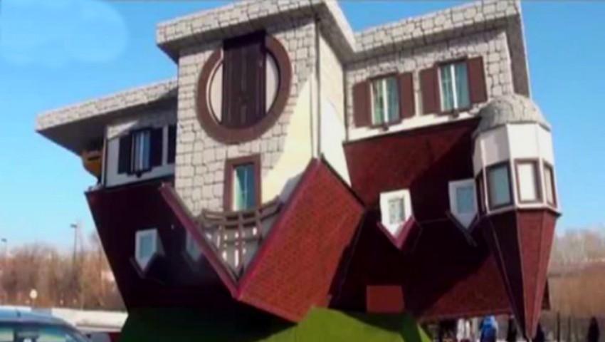 Foto: Cea mai ciudată casă, construită cu susul în jos, se află în Rusia. Vezi cum arată în interior!