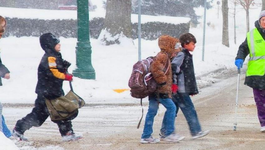 Școli închise luni și marți, din cauza gerului